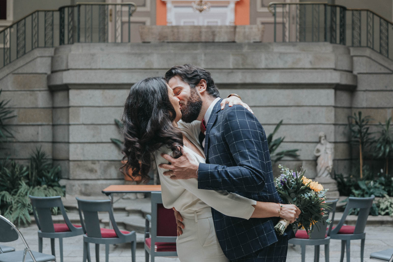 mariage folk et intime en bretagne - combinaison Maison Lemoine - costume Faubourg Saint sulpice - dejeuner sous tente - maison familiale